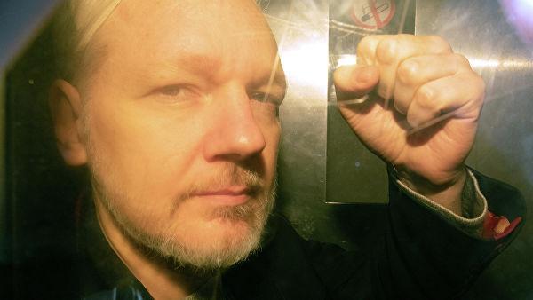 """""""WikiLeaks""""in qurucusu 50 həftə azadlıqdan məhrum edilib"""